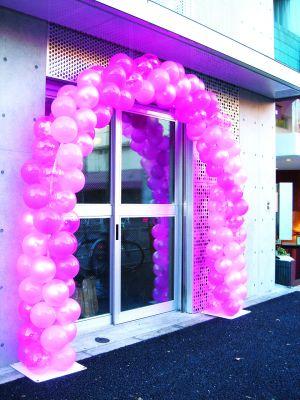 【バルーン装飾】バルーンアーチ シングルフレーム3色ストライプ ピンクイメージ